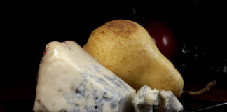 Gorgonzola_and_a_pear_opt