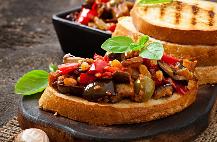 caponata siciliana e pane