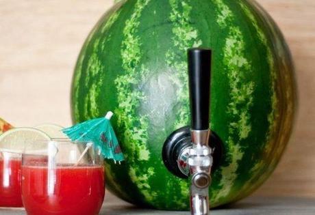 cocktail all'anguria servita nell'anguria