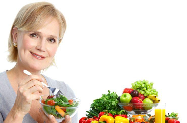 Menopausa e alimentazione: ecco i cibi da preferire e da evitare