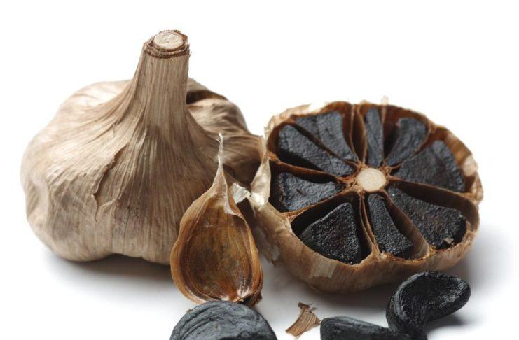 Hai mai sentito parlare di aglio nero? Scopri le proprietà benefiche e gli utilizzi