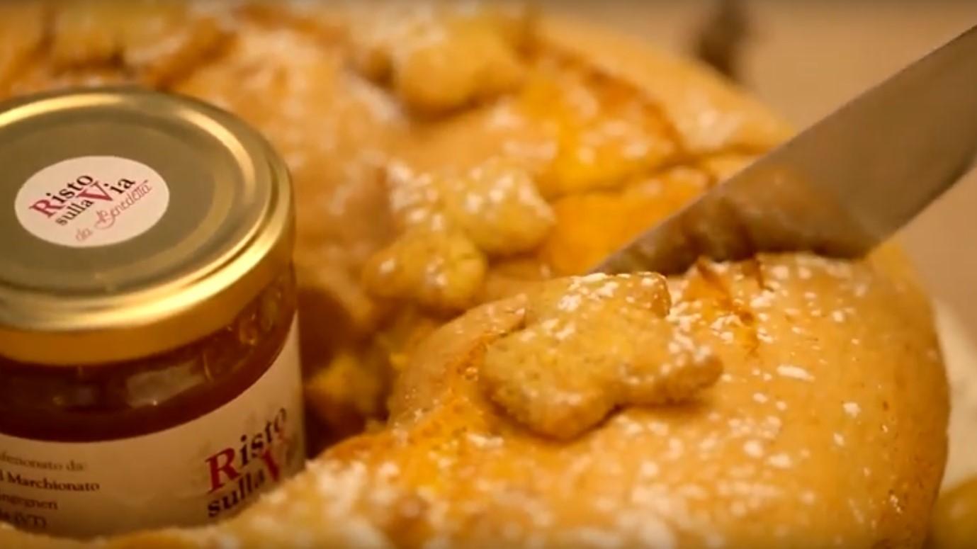 Il ciambellone della nonna, pochissimi ingredienti per un soffice risultato | Mondo Mangiare