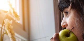 mangiare la frutta con la buccia o senza?