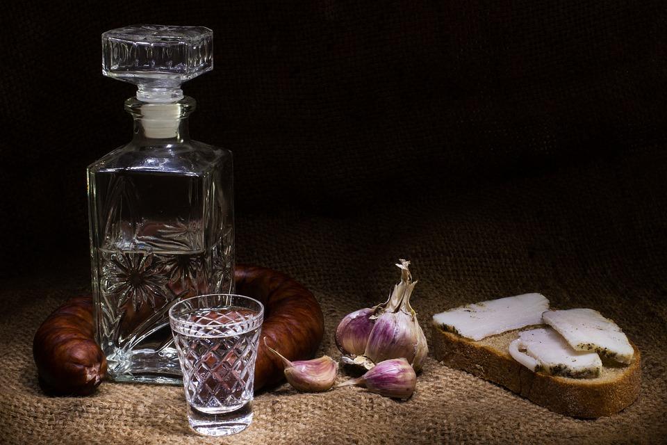 La vodka, un distillato non soltanto da bere! Scopri gli incredibili usi della vodka in cucina e non solo | Mondo Mangiare