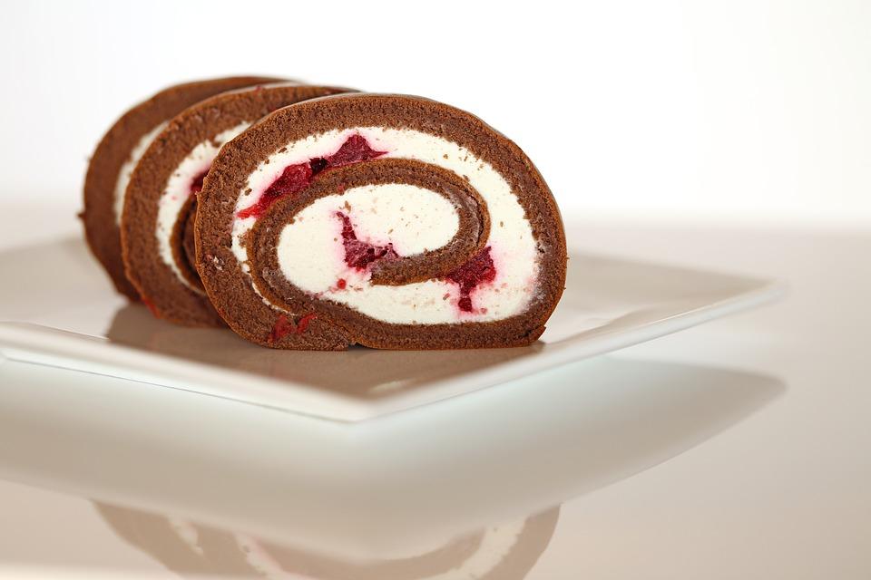 Rotolo al cioccolato e ciliegie