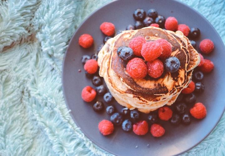 Ricetta dei Pancakes Vegan di Marco Bianchi, per una colazione light, sana e gustosa | Mondo Mangiare