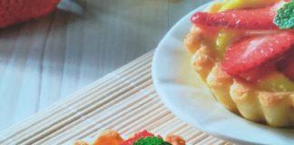 Tartellette con crema di limone e fragole