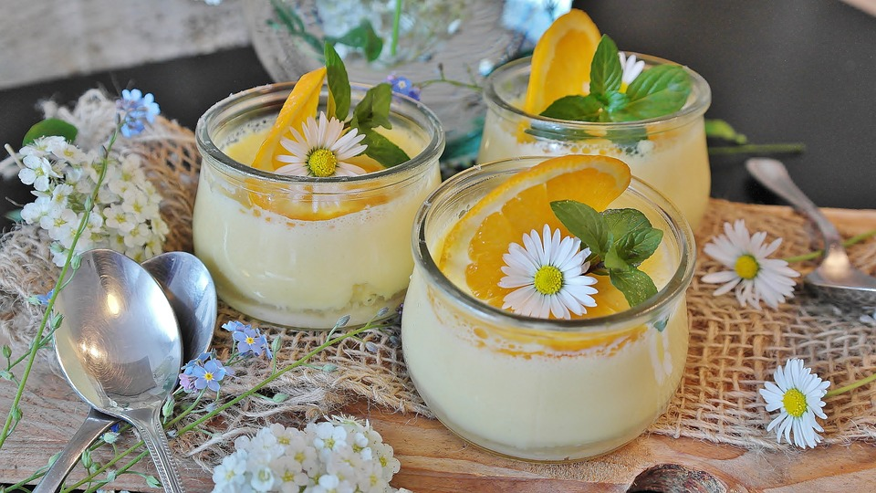 Crema all'arancia senza uova e senza latte: un dessert per tutti! | Mondo Mangiare