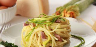 Spaghetti con pancetta e zucchine
