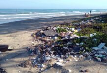 inquinamento sulla spiaggia plastica